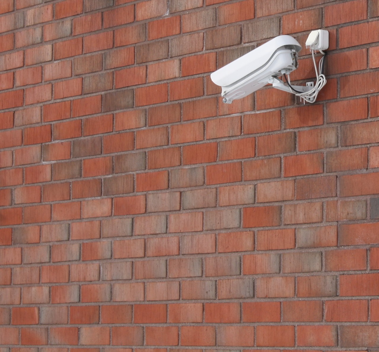 Jak wybrać firmę ochroniarską na osiedle mieszkaniowe?